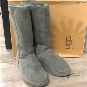 Authentic UGG genuine suede boots sz 9